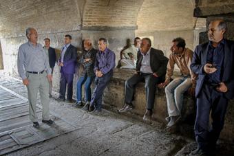 آوازخوانی در حاشیه پلهای تاریخی، میراث ماندگار یا جرم؟